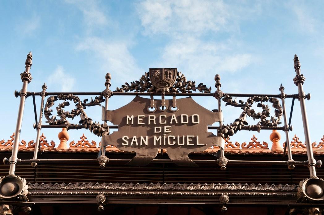 Fachada del Mercado de San Miguel, Madrid, en el día