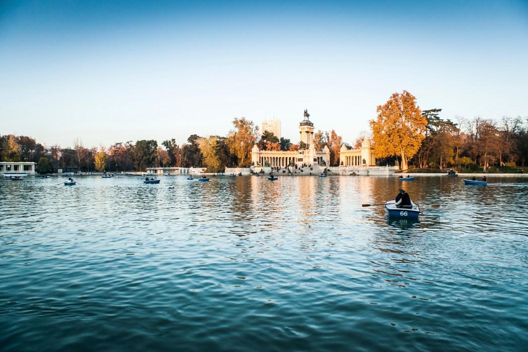 Botes de remos en el Estanque Grande del Parque del Retiro de Madrid